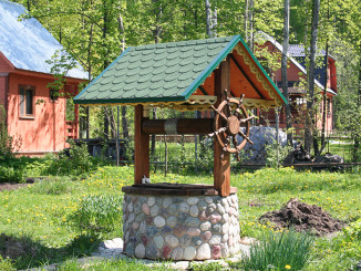 Колодязь в облаштуванні системи водопостачання заміського будинку