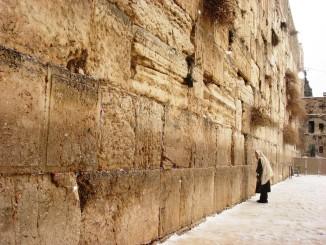 Єрусалим дезінфікує каміння Західної Стіни в межах заходів боротьби з коронавірусом